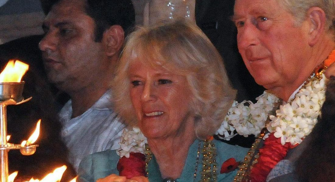 Prince Charles (2-R), Prince of Wales and Camilla (C), Duchess of Cornwall attend an 'Aarti' or Hindu worship ceremony at a temple on the banks of river Ganges in Rishikesh. © EPA