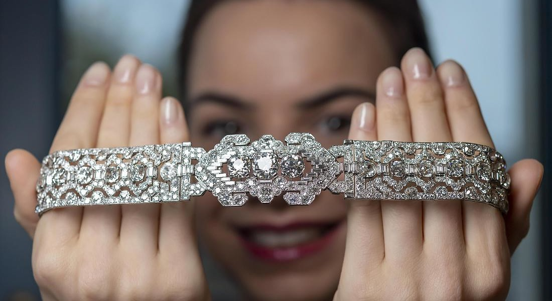 Preview at the Sotheby's in Geneva: bandeau by Cartier Art Deco diamond © EPA