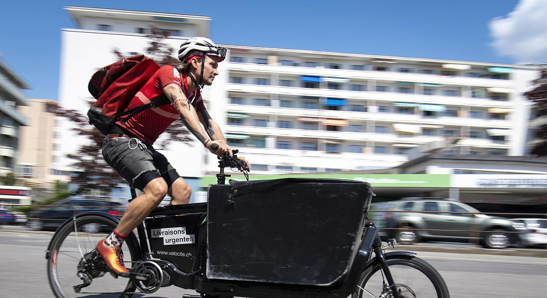 Food delivery service amid coronavirus pandemic in Lausanne, Switzerland © EPA