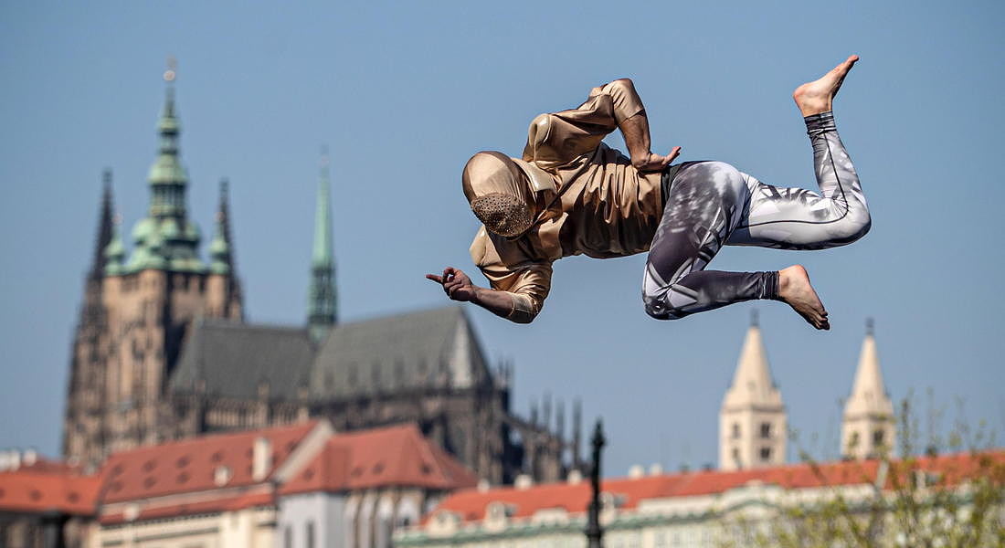 Artists in the streets amid coronavirus COVID-19 pandemic in Prague © EPA