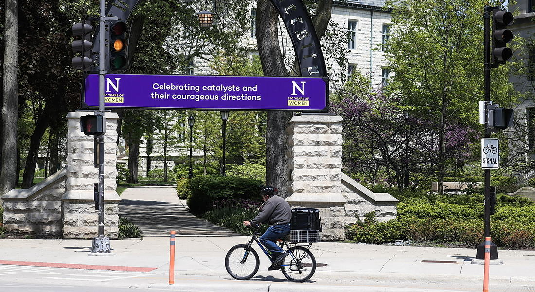 Colleges and universities uncertain about reopening © EPA