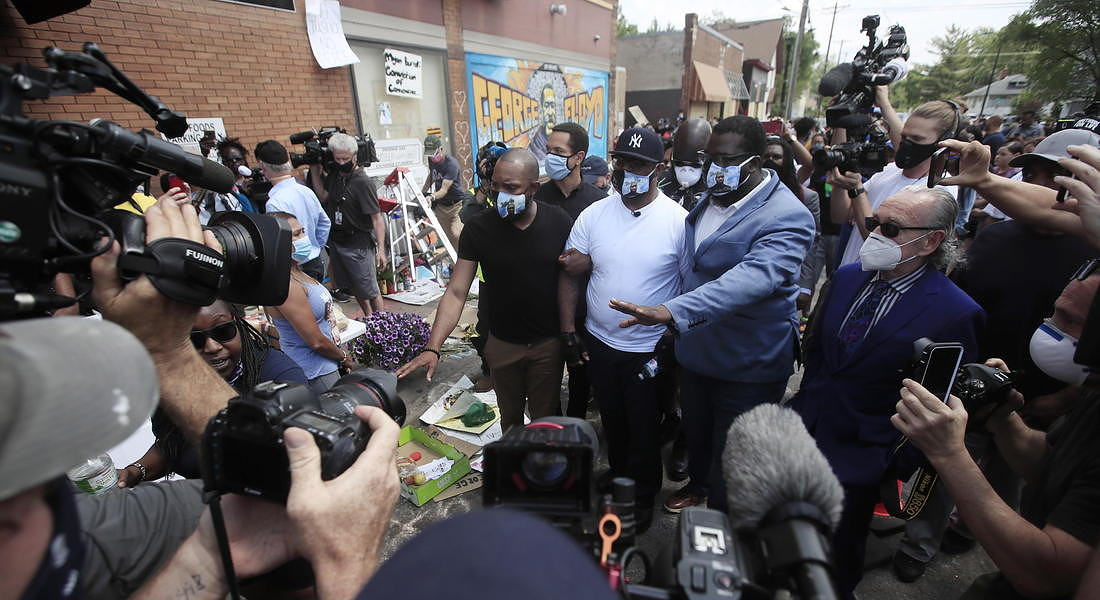 Police abuse protest in wake of George Floyd death in Minneapolis © EPA