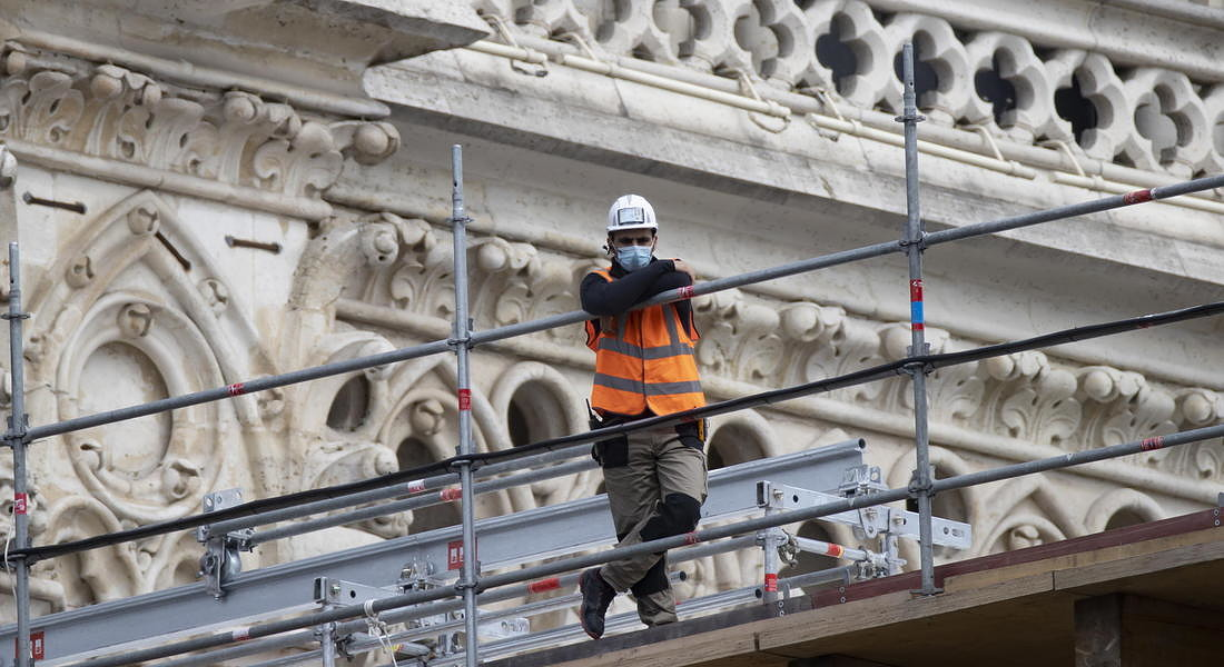 Notre Dame Cathedral workers begin dismantling of damaged scaffolding © EPA