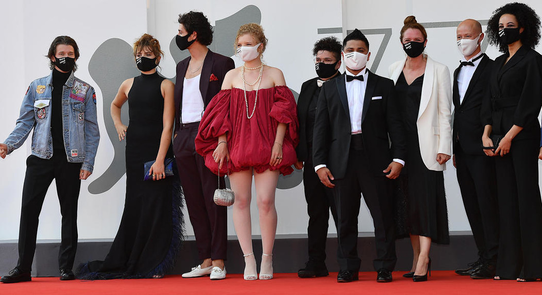 German director Julia von Heinz (3-R) poses with the cast as they arrive for the premiere of 'Und  Morgen Die Ganze Welt' (And Tomorrow the Entire World) during the 77th Venice Film Festival in  Venice, Italy, 10 September 2020. T © ANSA
