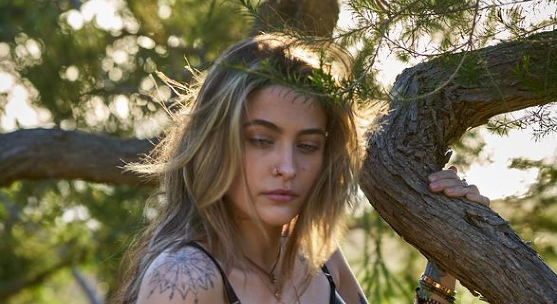 Paris Jackson indossa i capi Stella McCartney realizzati in Mylo alternativa vegan alla pelle animale © ANSA