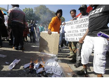 Protestas en Pretoria a la llegada de Obama (ANSA).