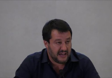 Sea Watch, Salvini: perche' non c'e' ordine di arresto?