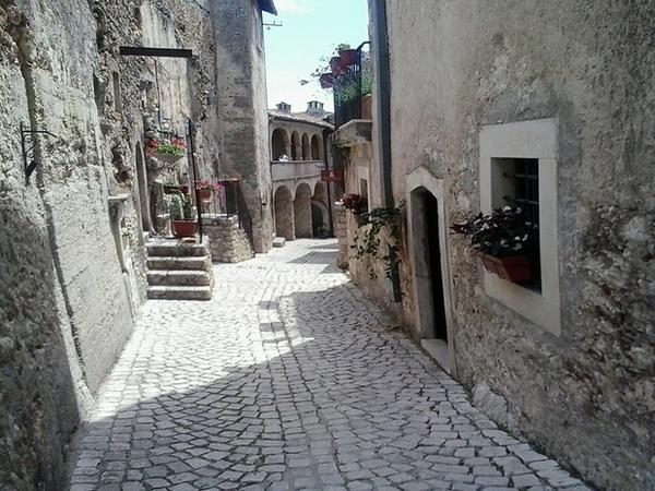 Casa e soldi a chi va a vivere in borgo dell'Abruzzo, il caso sulla Cnn