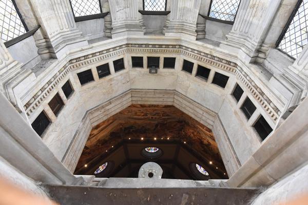 Sole passa nello gnomone Duomo Firenze