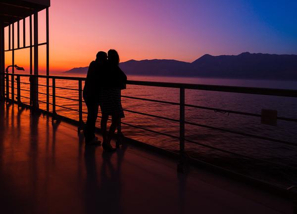 San Valentino, in crociera tra tramonti e spiagge