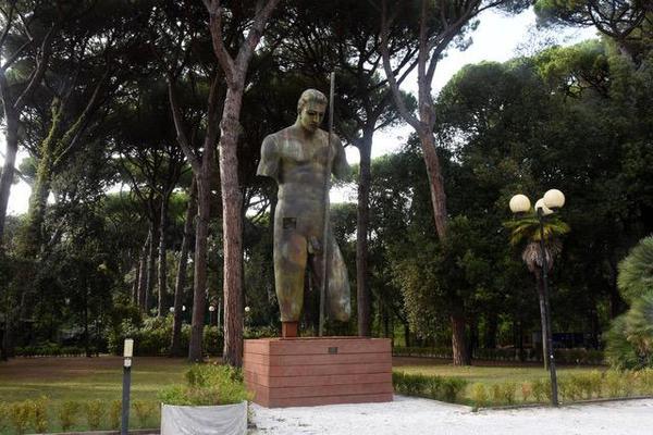 Il Dedalo di Mitoraj domina la Versiliana