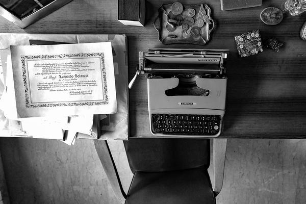 Foto: gli oggetti e le case di Sciascia
