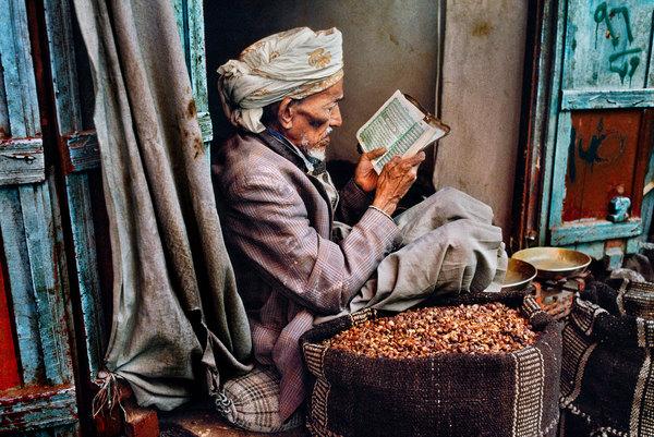 McCurry celebra passione per la lettura