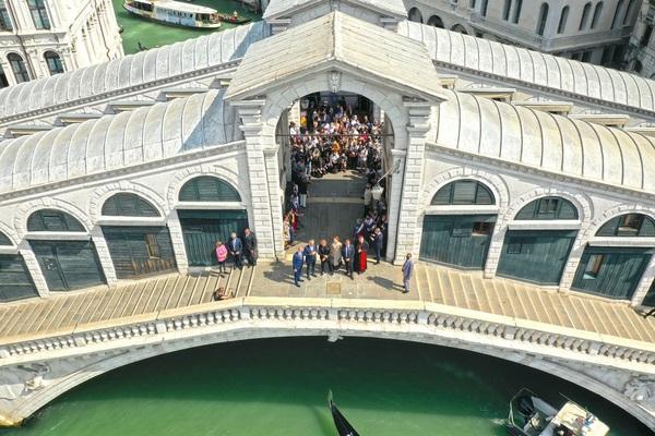 Restituito a Venezia il Ponte di Rialto, restauro da 5 milioni