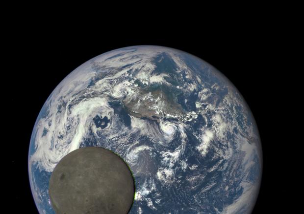 La Luna deforma la crosta terrestre e muove i continenti