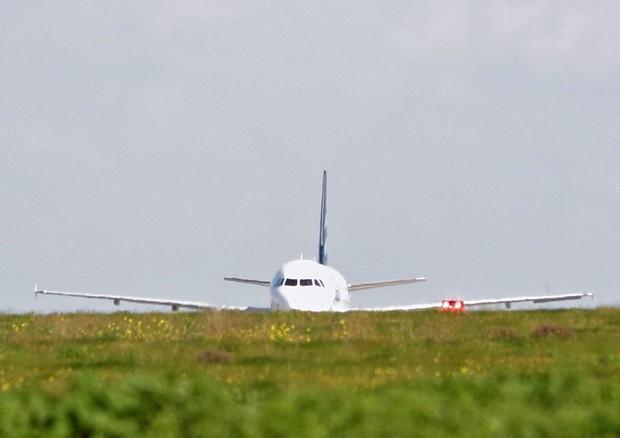 Un avion libyen détourné atterrit à l'aéroport de Malte © EPA