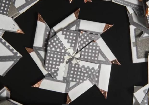 Il prototipo della batteria di carta alimentata da batteri liofilizzati, 'risvegliati' dalla saliva (fonte: Binghamton University, State University of New York) © Ansa