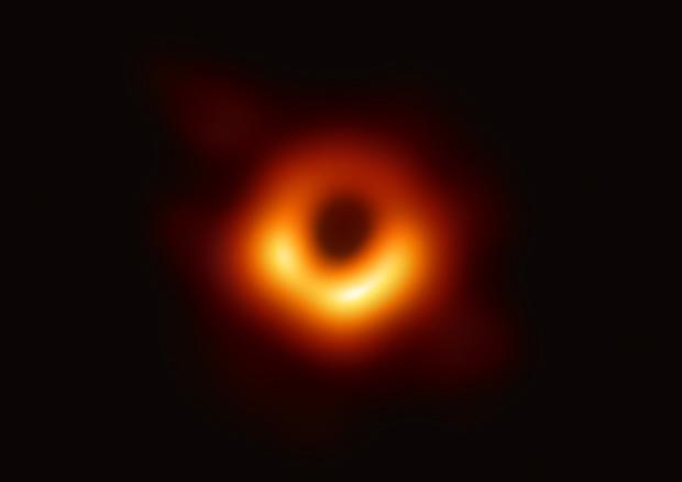 Ecco la foto del secolo, è la prima di un buco nero