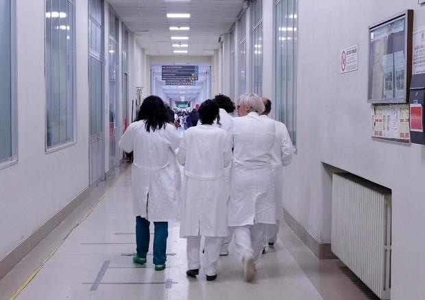 In corsia medici anziani e contratti di lavoro autonomo © ANSA