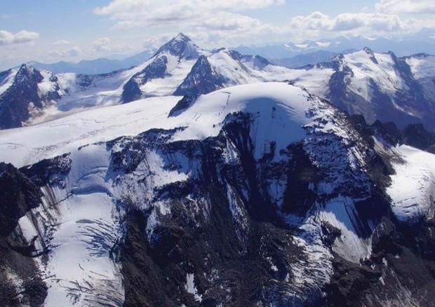 Veduta aerea dei ghiacciai alpini al confine tra Italia e Austria. (fonte: Andrea Fischer) © Ansa