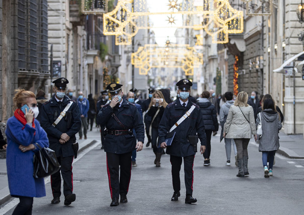 Covid. controlli forze dell'ordine nelle vie del centro © ANSA