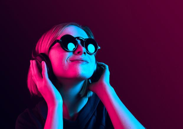 La musica può dare la spinta necessaria ad alzarsi dal divano e a riprendere un sano stile di vita © Ansa