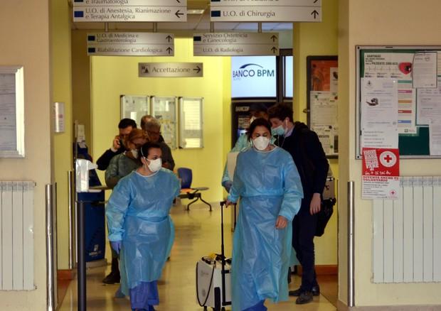 Medici e infermieri nell'ospedale di Codogno ©