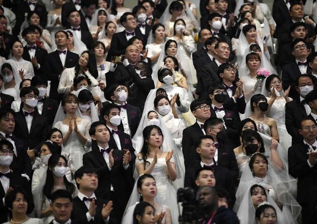 Matrimonio di massa con mascherine protettive in Corea del Sud © AFP