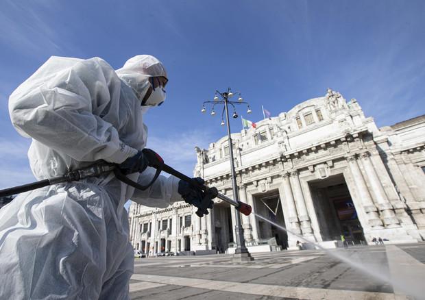 La sanificazione a Milano delle strade ANSA/Marco Ottico © ANSA