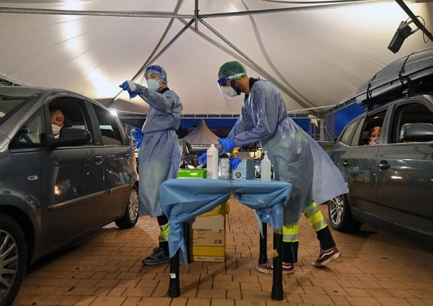 Coronavirus: contagi scendono sotto i mille, 996 © ANSA