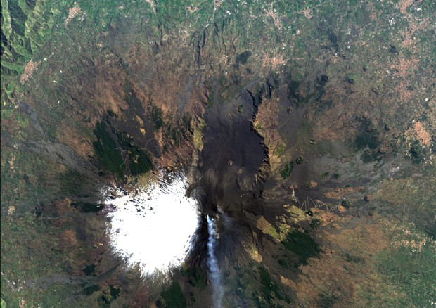 La lava dell'Etna fotografata dal satellite Prisma (fonte: Data/Information generated by Leonardo under an ASI License to use. Original PRISMA product - ©ASI - 2021) © Ansa