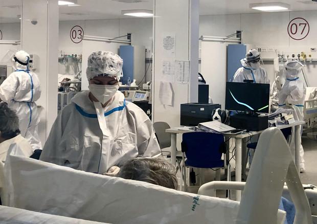 Terapie intensive in un ospedale © ANSA