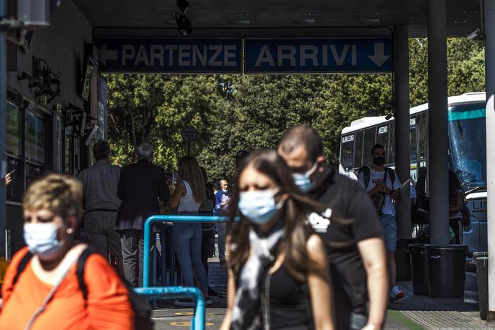 Coronavirus: contagi risalgono, 212 casi, 12 le vittime thumbnail