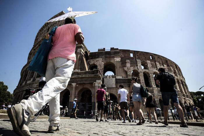 Turismo: effetto Covid, Italia perde metà presenze del 2020