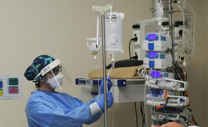 Covid: in aumento le terapie intensive, tasso di positività al 2,4%