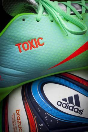 Greenpeace, scandalo tossico nel marchandising dei Mondiali