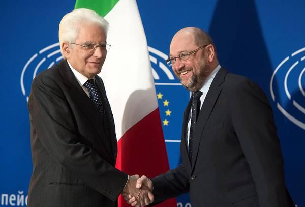 Il presidente Mattarella accolto da Martin Schulz