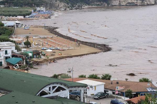 In Italia 10 edifici in aree a rischio e da abbattere ...