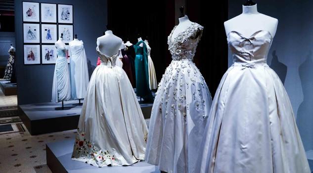 online retailer d7e62 608cb Da Dior a Chanel, i fasti della moda anni '50 in Francia ...