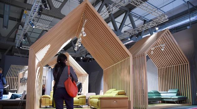 Salone del mobile via librerie divani piccoli e ingressi for Arredare piccoli ingressi