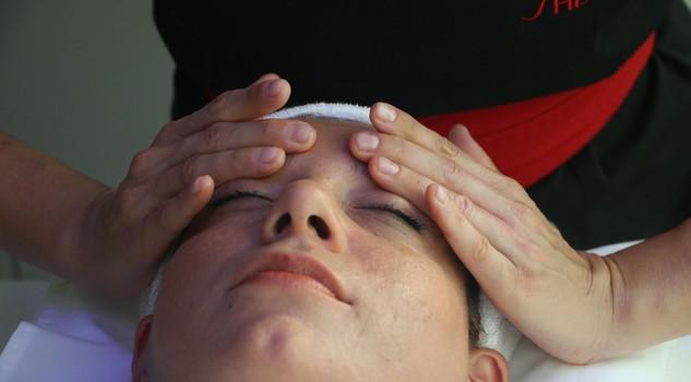 Rassegne di microchirurgia di laser di clinica di un occhio