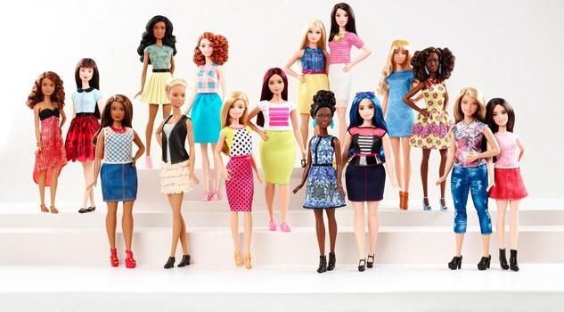 Barbie realistiche: non saranno più perfette, anche basse e curvy