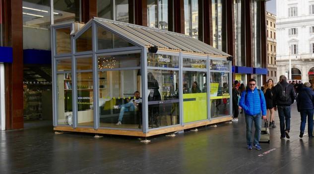 Alessandra e lorenzo 9 giorni in una casa di vetro sotto for Casa di vetro contemporanea