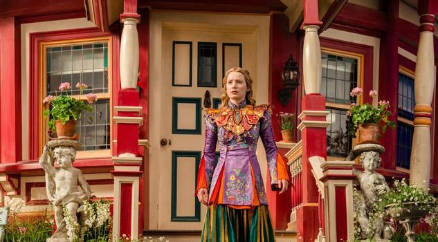 Alice e non solo l 39 irresistibile fascino delle fiabe al cinema film in cartellone lifestyle - Foto alice attraverso lo specchio ...