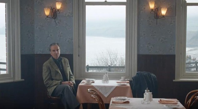 Una scena di Phantom Thread di Paul Thomas Anderson con Daniel Day Lewis