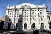 Borsa: Milano svetta con banche, volano Leonardo e Stm