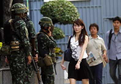 Soldati in centro a Bangkok (ANSA)