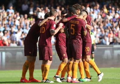 Napoli-Roma 0-2: al 9' st punizione dalla destra di Perotti, sul secondo palo Dzeko prende posizione e schiaccia di testa in rete (ANSA)
