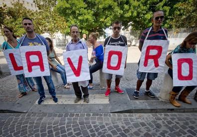 Un'immagine d'archivio di una manifestazione a sostegno del lavoro (ANSA)