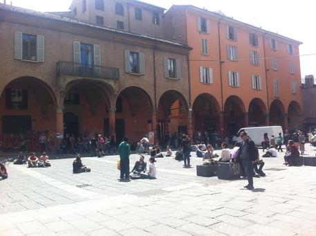 Covid: centinaia in strada nel cuore universitario Bologna thumbnail